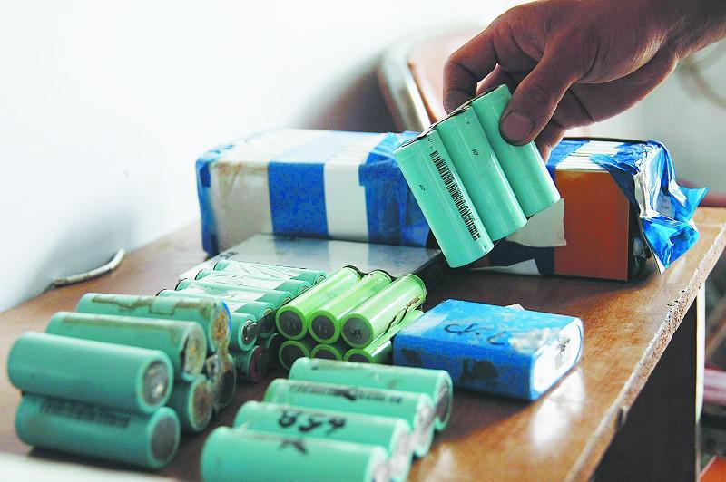 2015年新能源车动力电池累计报废量约在2-4万吨