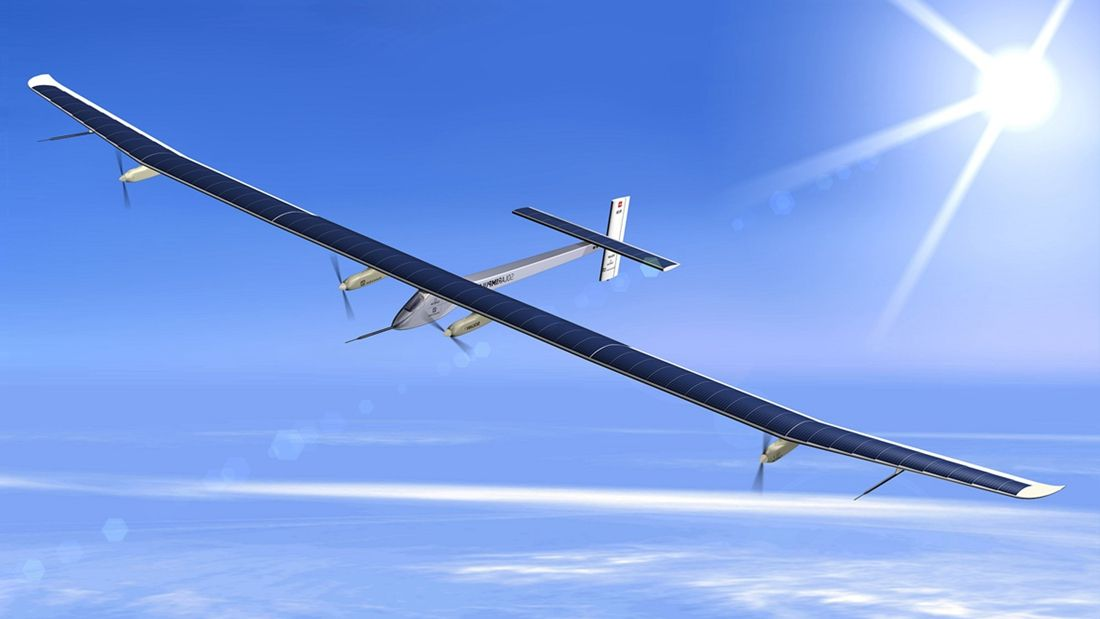 """瑞士太阳能飞机""""阳光动力2号""""项目的发起人和飞行员"""