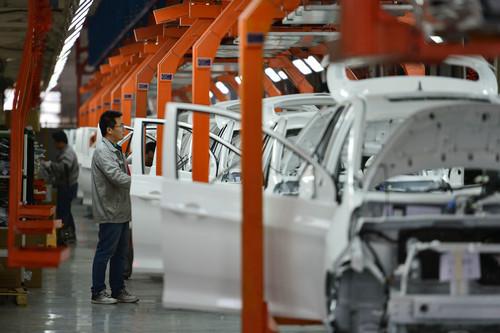 这些企业是汽车行业的巨擘,例如电动汽车 电池制造商比亚迪(byd)和