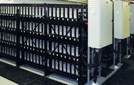 大规模串并联,温度控制等问题的研究还不深入,因此需聚焦于电池管理